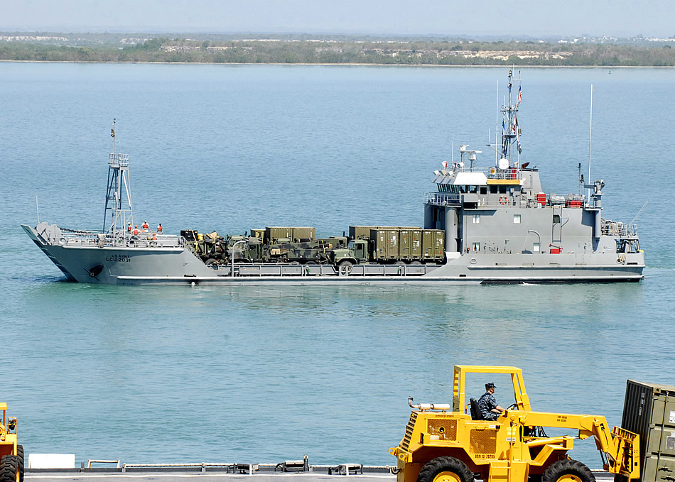 Military photos army landing craft for Military landing craft for sale