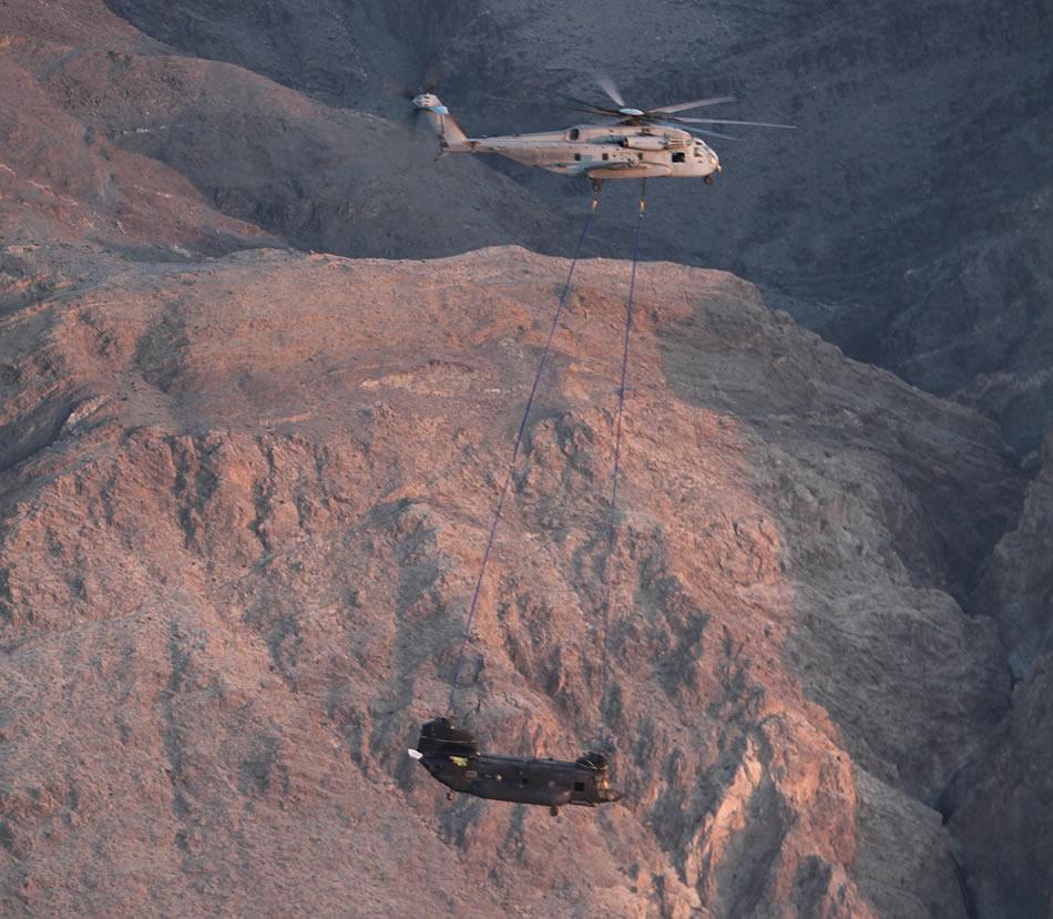 US Marine Corps (USMC) - Page 2 CH-53E-Super-Stallion-H-47-Chinook