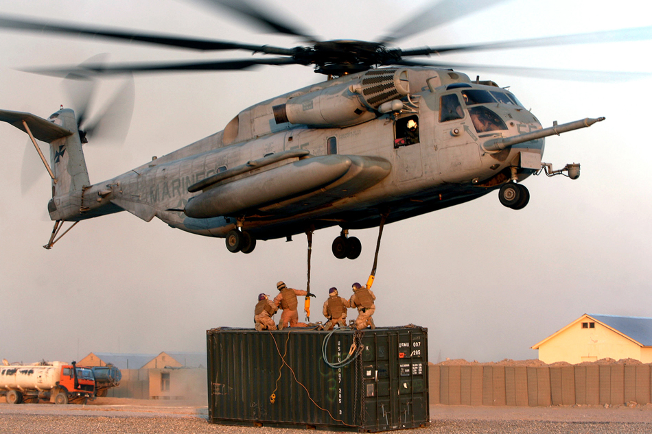 CH 53E Super Stallion heavy lifting
