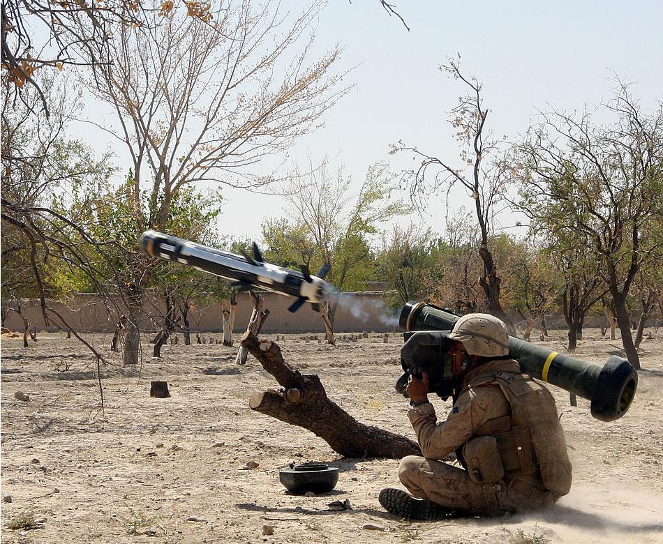 فرق قنص الدبابات العربيه ضد فرق قنص الدبابات الأسرائيليه  Javelin-Missile-Launch