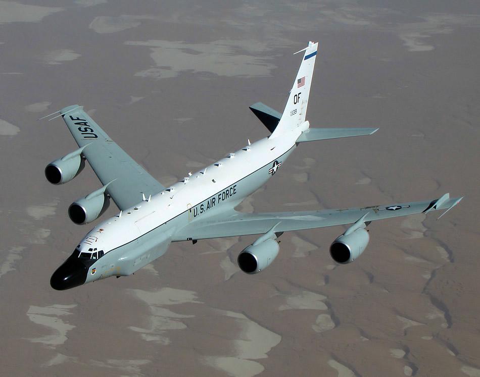 Caça russo Sukhoi Su-27 interceptou um RC-135 da US Air Force sobre o Mar de Okhotsk
