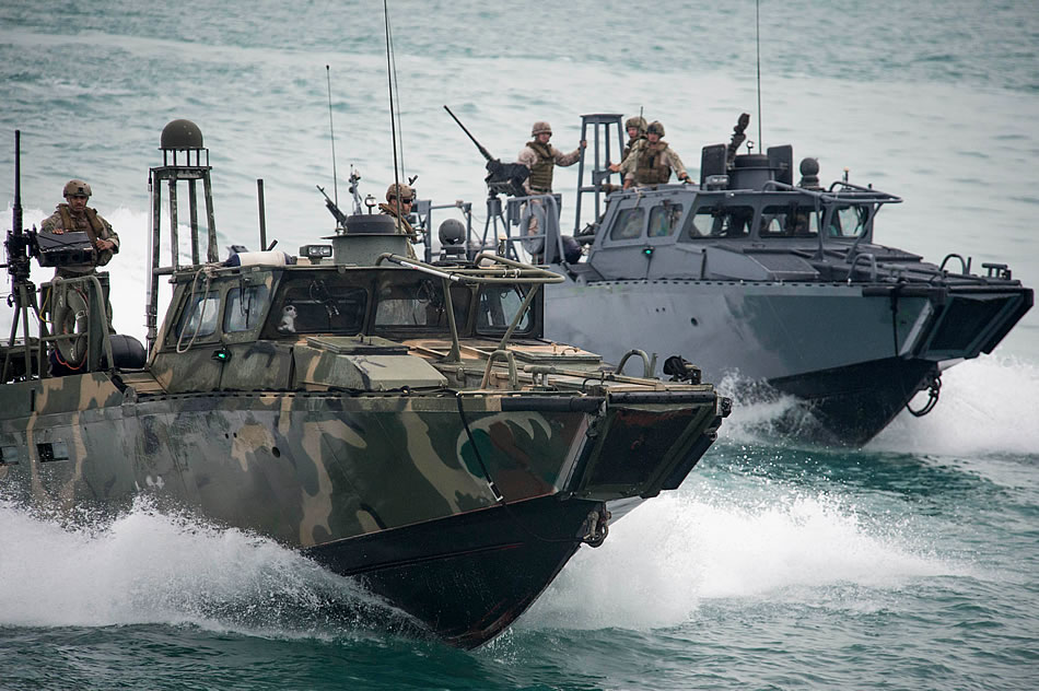 military photos riverine command boats