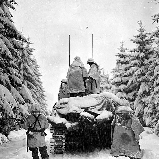 Photo: Snowy Tank During Battle of the Bulge Wwii Soldiers Returning Home