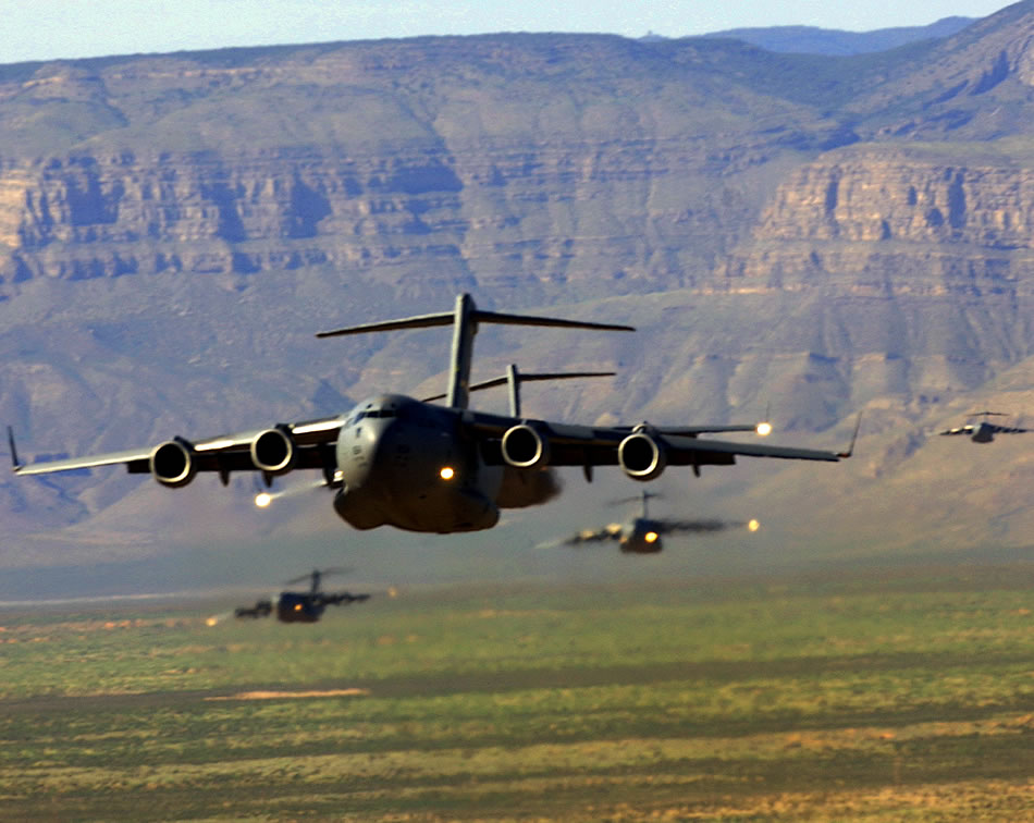 Military Photos C-17 Formation