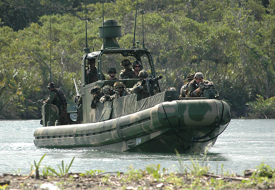 military photos learning to chase drug traffickers