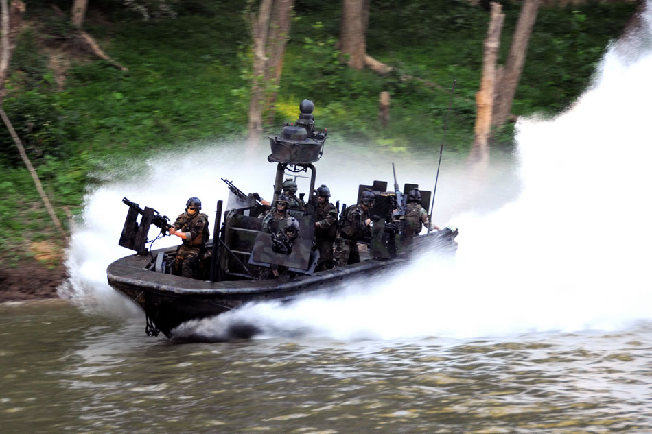 military photos riverine drill