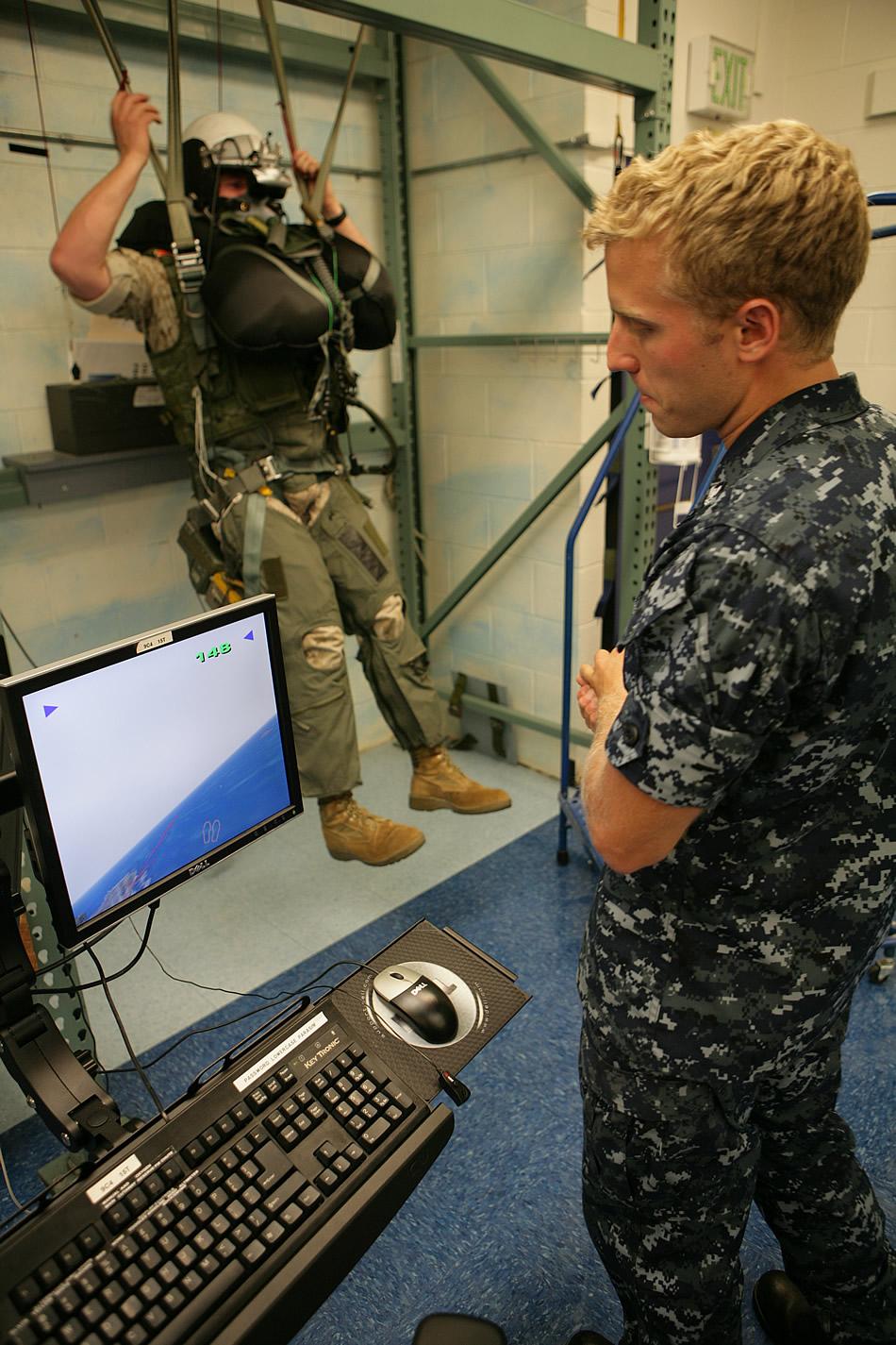 US Marine Corps (USMC) - Page 2 Virtual-parachute-trainer